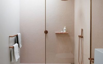 Hogyan nagyítsuk optikailag a kis fürdőszobánkat?